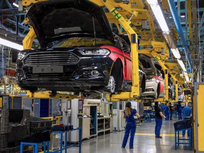 En enero se produjeron 240.225 vehículos en España. En la imagen, planta de Ford Almussafes.