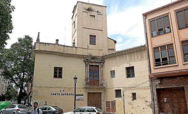 Fachada de principal de la Alquería Julià en Valencia.