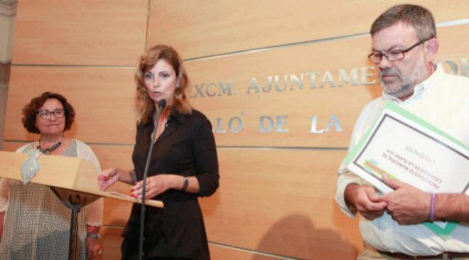 Amparo Marco en una rueda de prensa junto a Toni Lorenzo y Ali Brancal.