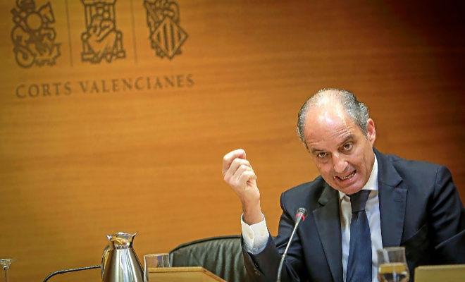 El ex presidente de la Generalitat, Francisco Camps, ayer en las Cortes Valencianas.
