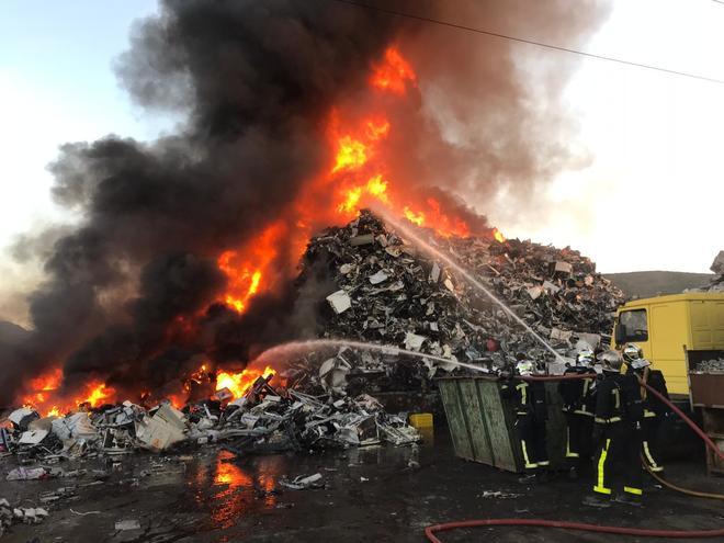 Los bomberos de la Comunidad de Madrid en el lugar del incendio.