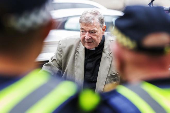 El cardenal australiano George Pell llega al Tribunal que le juzga este martes en Melbourne (Australia).