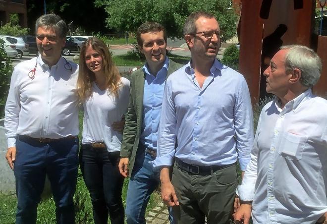 Ignacio Cosidó, Bea Fanjul, Pablo Casado, Javier Maroto y el concejal Fernando Lecumberri, en Ermua.