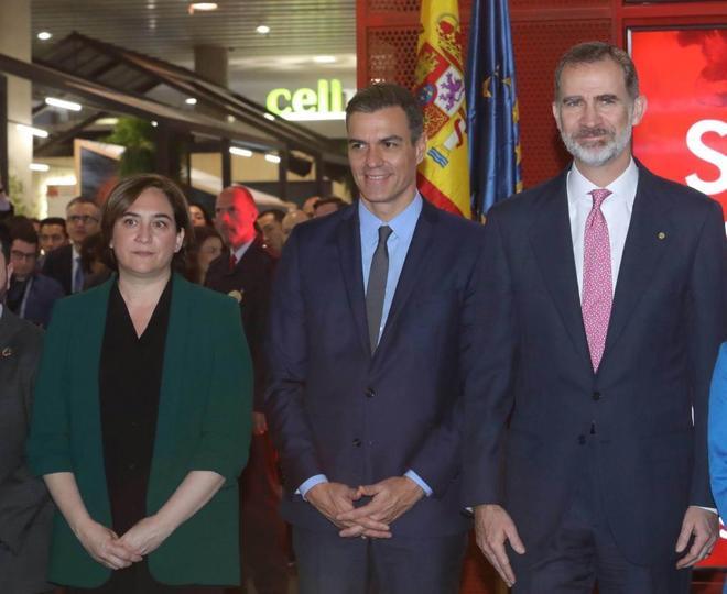 Felipe VI, Pedro Sánchez y Ada Colau en la inauguración del Mobile...