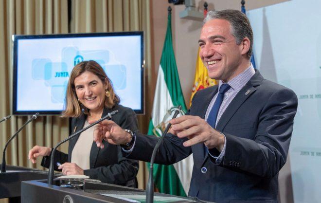 La consejera de Empleo, Formación y Trabajo Autónomo, Rocío Blanco, y el consejero de Presidencia, Elías Bendodo, este martes, en la rueda de prensa tras el Consejo de Gobierno.