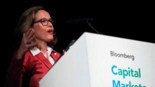 La ministra de Economía, Nadia Calviño, durante su participación en el foro de Bloomberg.