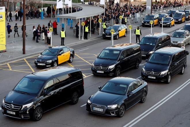 VTC y taxis conviven en el aeropuerto de Barcelona.