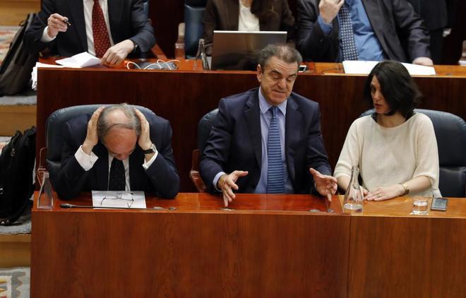 El dilema del PSOE sobre la citación de Cifuentes, Casado y Montón por sus másteres