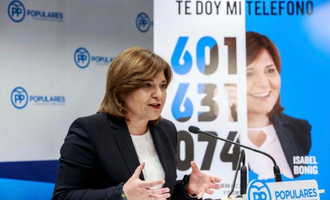 La presidenta del PP, IsabelBonig, ayer en rueda de prensa.