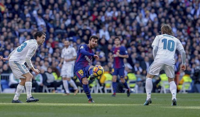 Leo Messi, durante el clásico de diciembre de 2017 en el Bernabéu.