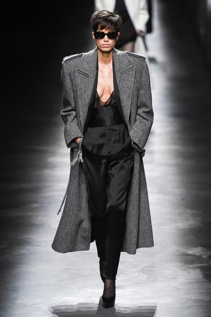 Desfile de Saint Laurent· Semana de la Moda de París · Colección...