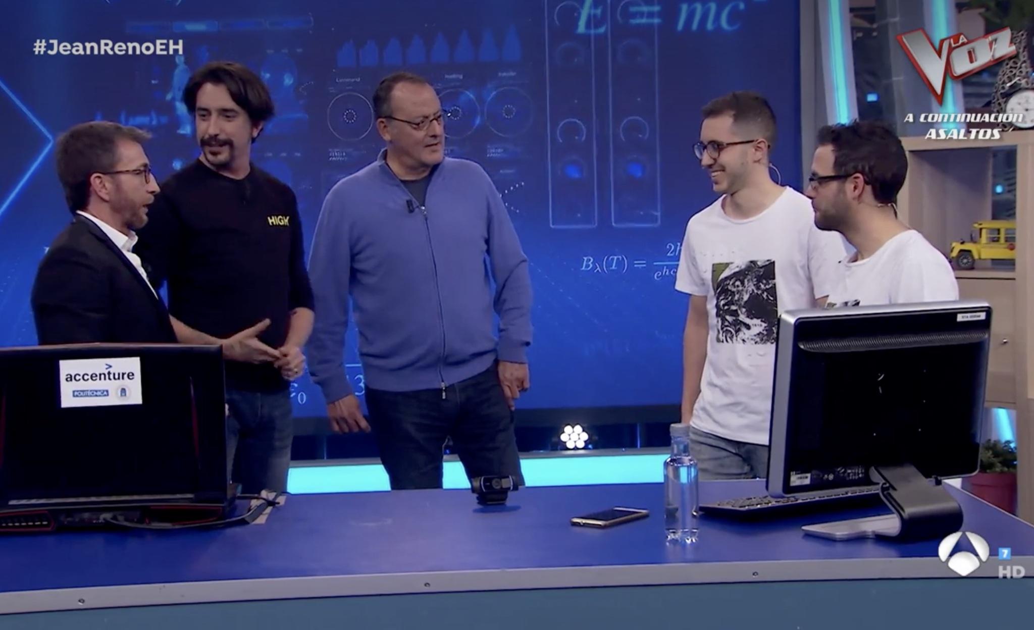 Pablo Motos, Marron y Jean Reno junto a los dos jóvenes científicos