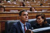 Pedro Sánchez y Carmen Calvo, al inicio del pleno del Congreso, el...