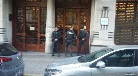 Primera foto del registro de la Guardia Civil en la conselleria de Economia el 20 de septiembre