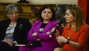 """La Comunidad premia a Lucía Méndez por su """"compromiso con la igualdad"""""""