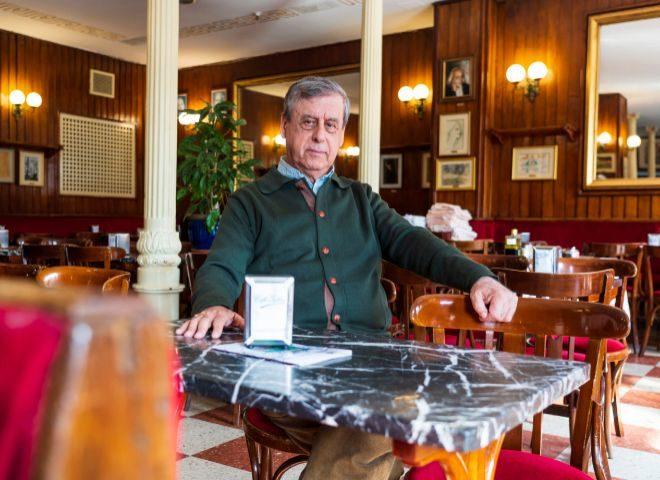 El ensayista y ex político, retratado en el madrileño Café Gijón.