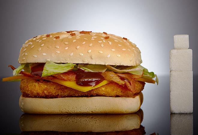 Foto de Sinazucar.org con el contenido de azúcar de una hamburguesa BBQ.