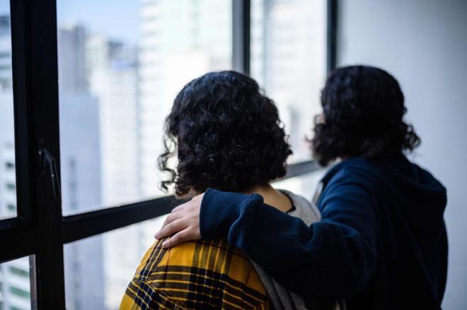 Rawan, de 18 años y Reem, de 20, las dos hermanas saudíes, en Hong Kong.