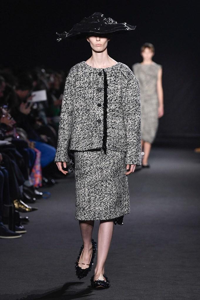 5b96633e9 La vuelta a los orígenes de Rochas en la Semana de la Moda de París