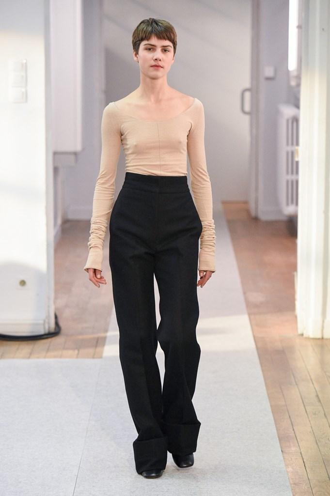 4fef164d4ac Lemaire y el minimalismo más otoñal en la Semana de la Moda de París