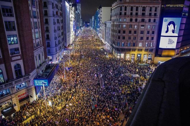 Imagen de una abarrotada Gran Vía de Madrid durante la huelga del pasado 8-M.