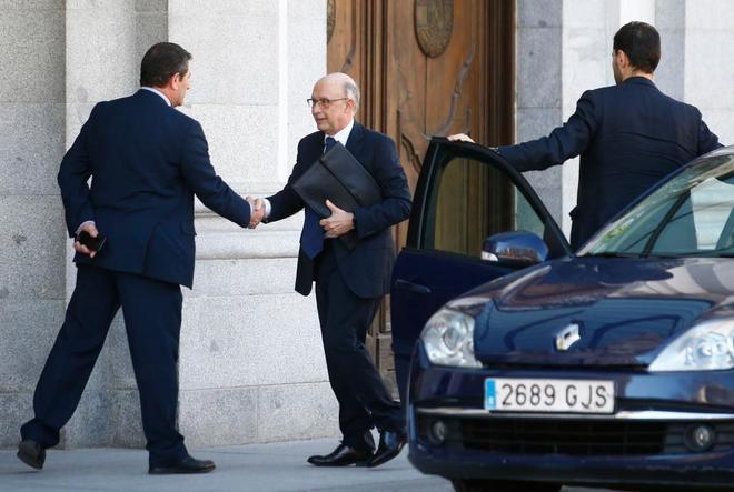 Cristóbal Montoro, ex ministro de Hacienda, a su llegada ayer al Tribunal Supremo.
