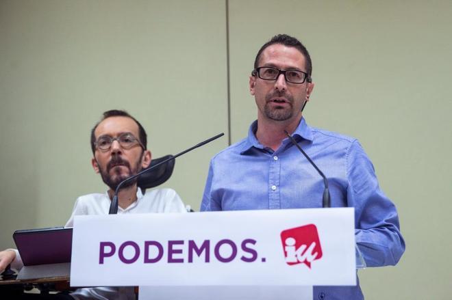 Los secretarios de Organización de Podemos e IU, Pablo Echenique e Ismael González