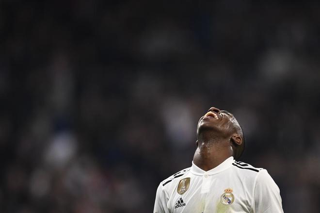 Vinicius se lamenta tras fallar una ocasión ante el Barcelona.