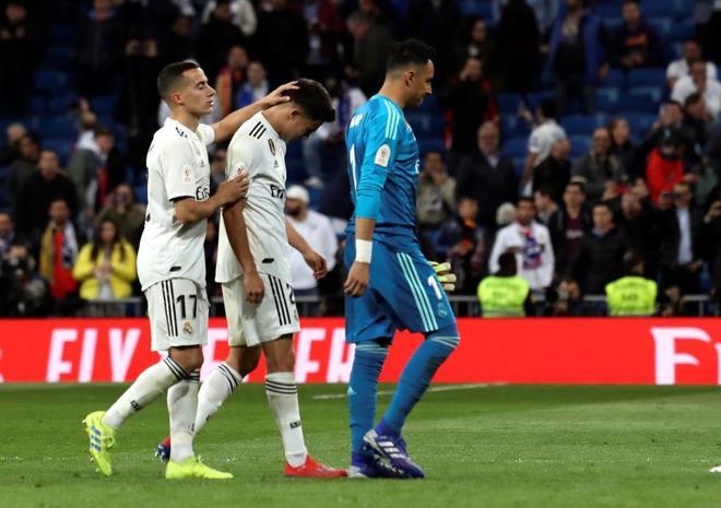 Lucas, Reguilón y Keylor, tras la derrota del Madrid ante el Barcelona.