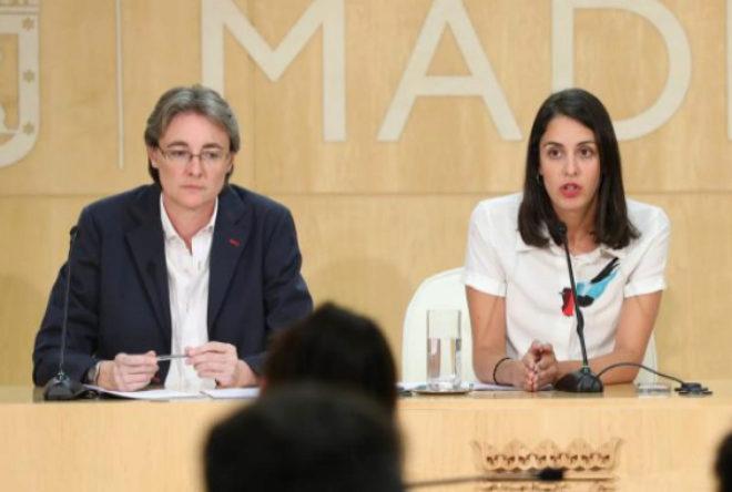 Marta Higueras y Rita Maestre en una rueda de prensa.