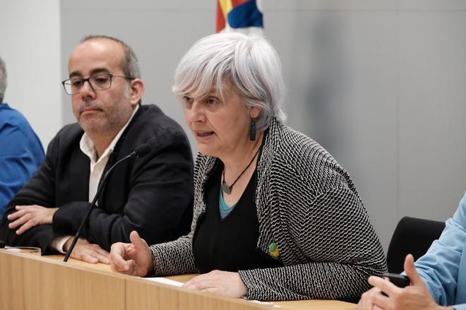 La ex alcaldesa de Badalona Dolors Sabater junto al regidor de Esquerra Oriol Lladó.