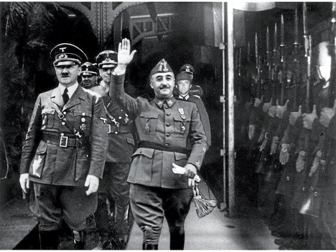 Hitler y Franco, en un momento de la famosa entrevista que mantuvieron en Hendaya.