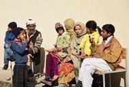 Paquistaníes que fueron evacuados ayer del pueblo fronterizo de Chakothi,  ante el agravamiento de la crisis entre este país e India.