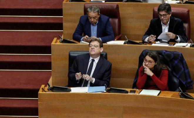 Puig y Oltra, en sus escaños en las Cortes.