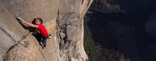 El escalador Alex Honnold, en un momento de su ascenso a El Capitán...