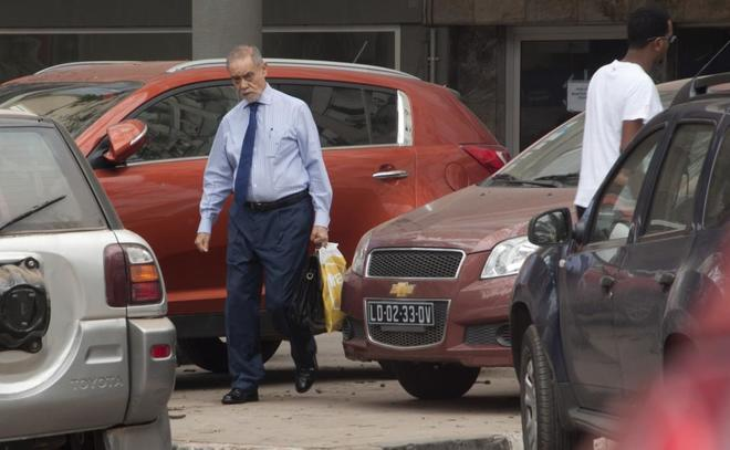 El fugitivo Gilherme Taveira, pagador de los sobornos, localizado en Angola por este periódico.