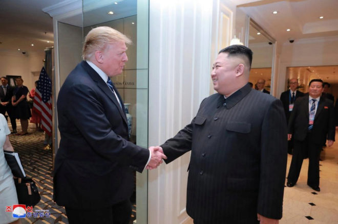 Imagen del encuentro entre Trump y Kim en Hanoi (Vietnam).