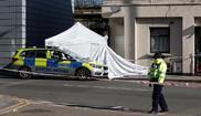 Un agente de la policía británica en la escena de un apuñalamiento en Londres, el pasado abril.