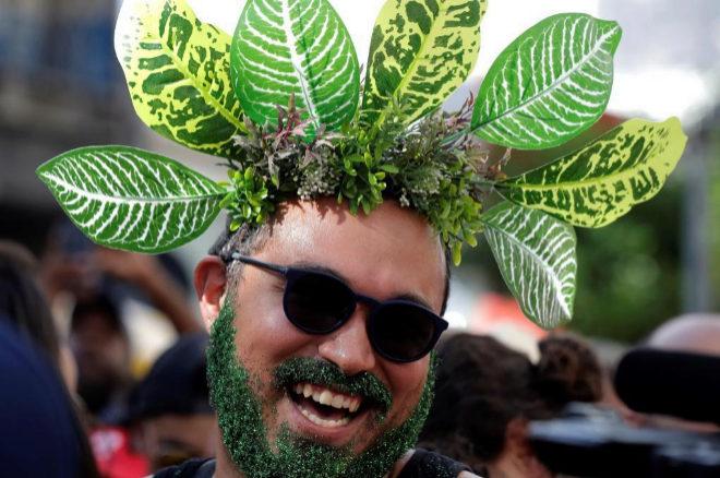 Un hombre disfruta del Carnaval 2019