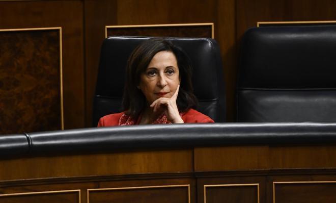 La ministra de Defensa, Margarita Robles, durane un pleno en el Congreso.