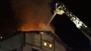 Fallece un sin techo en el incendio de una fábrica abandonada de San Sebastián