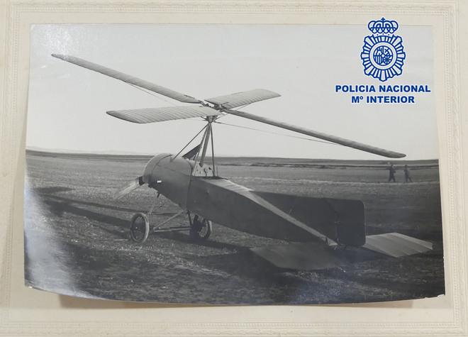 Material que forma parte del fondo documental del autogiro de Juan de la Cierva y Codorníu desaparecida desde 1998.