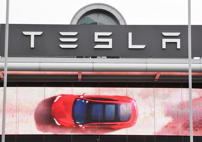 Publicidad de Tesla en el oeste de Londres.
