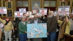 Pacte y entidades afines respaldan a un alcalde que está investigado