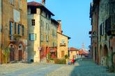 Arrancamos nuestra ruta con Saluzzo, una antigua ciudad en la...
