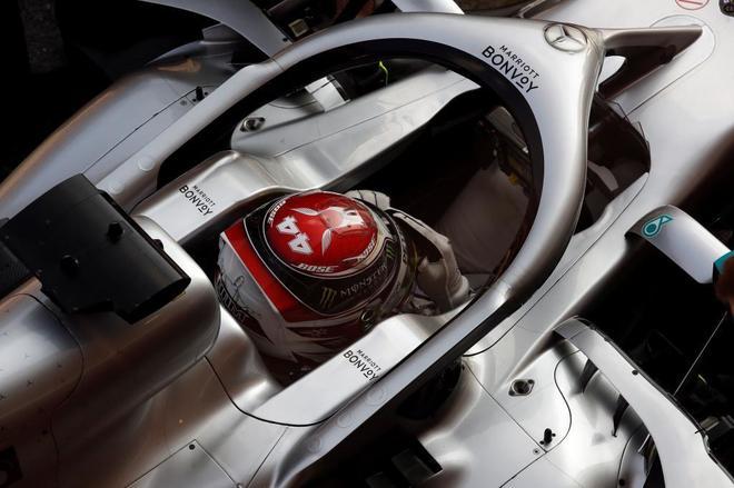 Lewis Hamilton, durante los entrenamientos de este viernes en Montmeló.