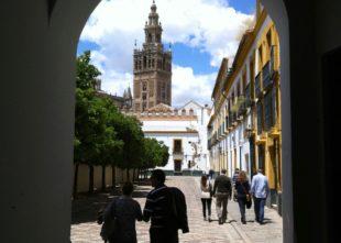 Los turistas extranjeros alojados en apartamentos y hoteles de Sevilla aumentan en enero