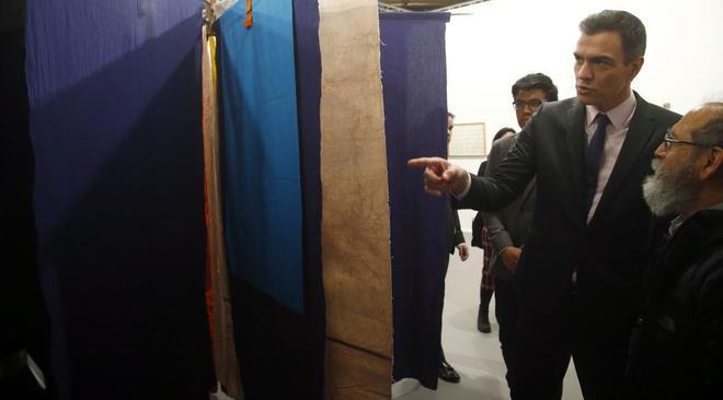 El presidente del Gobierno, Pedro Sánchez, en su visita a la feria de arteArco