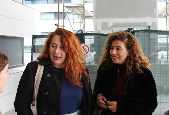La 'podemita' Viviana de Sans junto a la socialista ibicenca y portavoz del Govern, Pilar Costa.