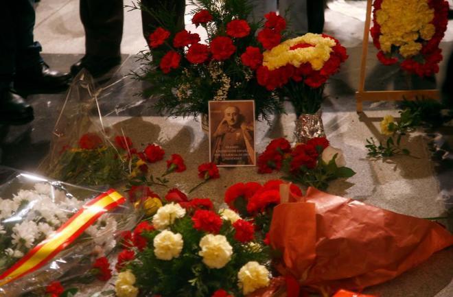 La tumba del dictador Francisco Franco durante el homenaje del 20-N en el Valle de los Caídos